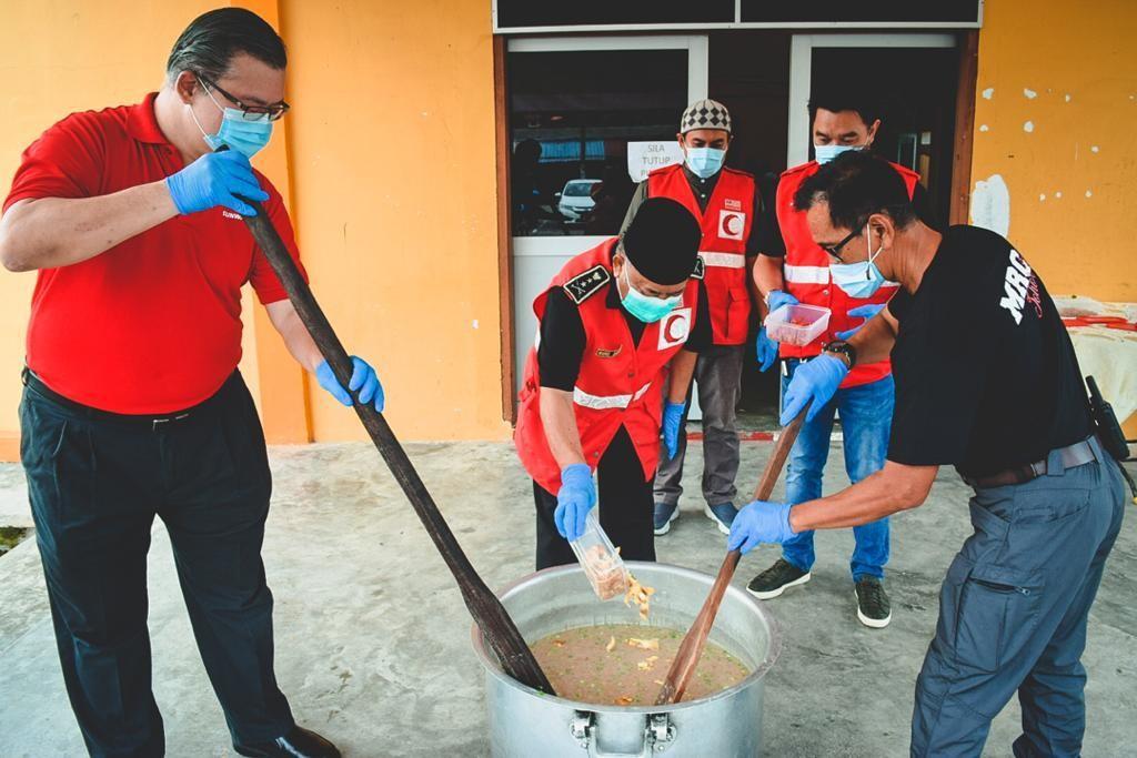 Bubur lambuk was distributed to various beneficiaries to liven up the Raya celebrations