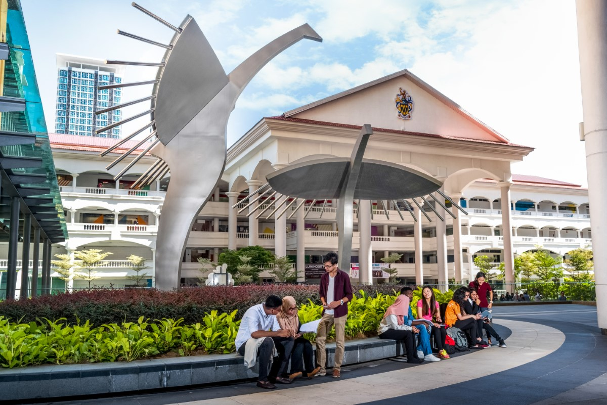 A wide shot of yet another landmark sculpture of Sunway University – the Sun-Birds, with students surrounding it during daytime
