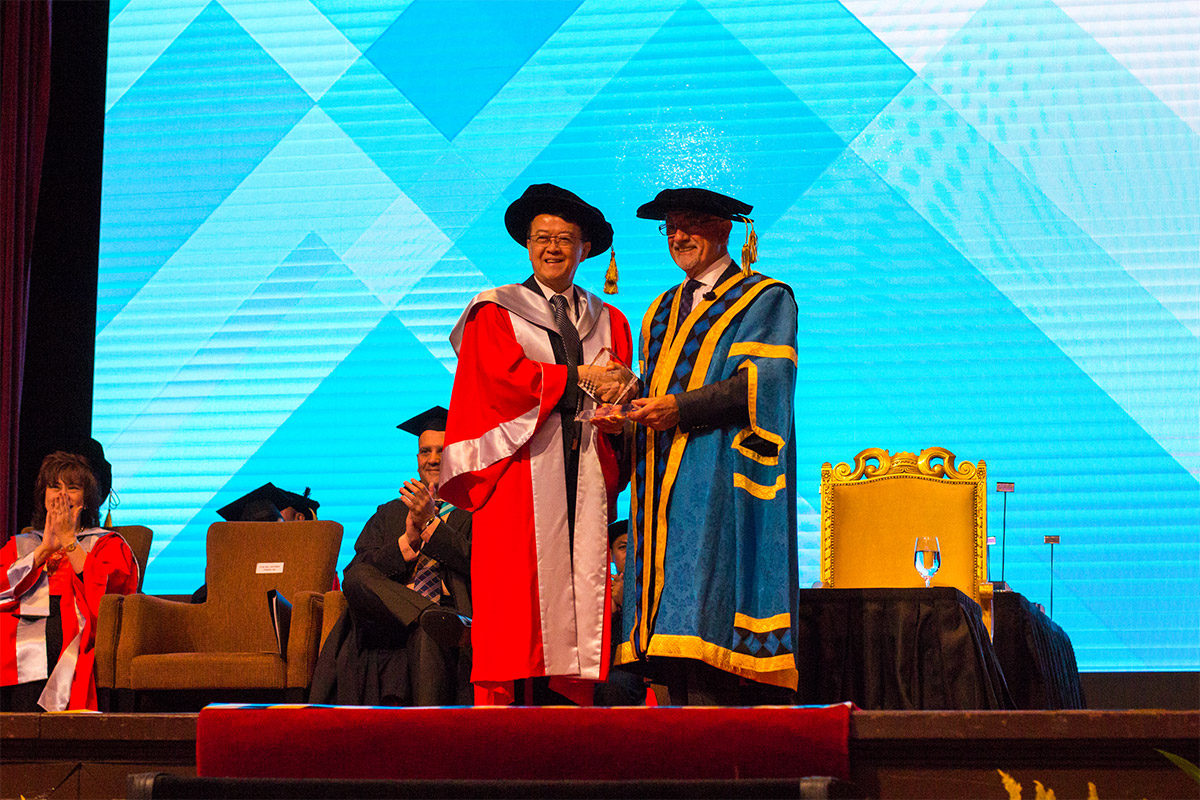 2016-Recipient of the Victoria University Distinguished Alumni Award